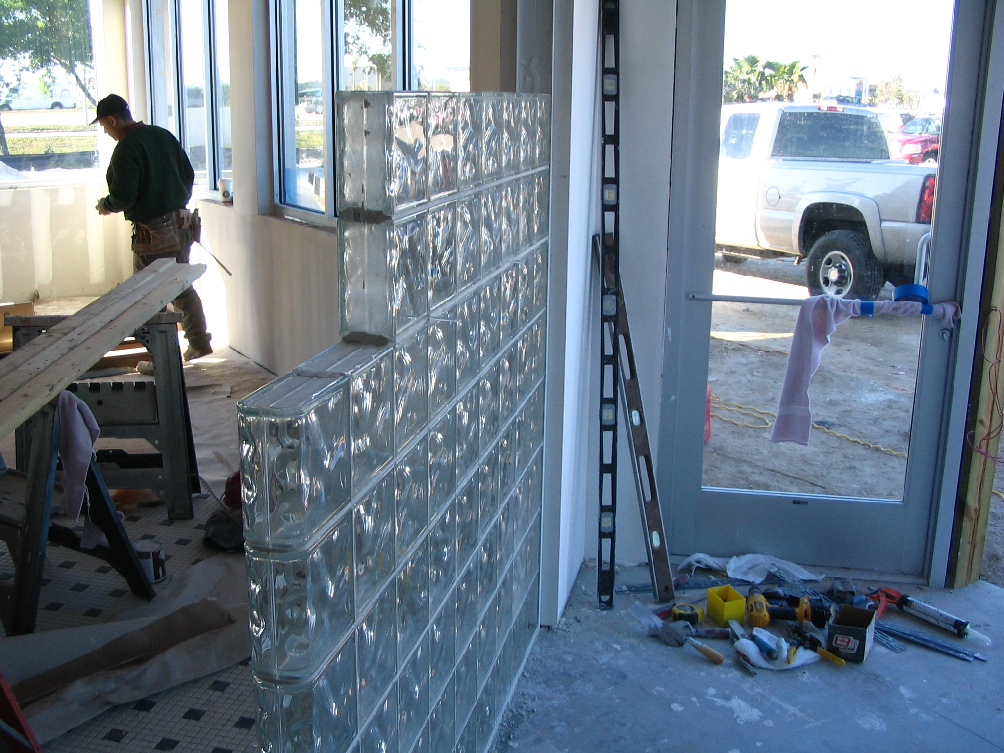 glass blocks wall installation